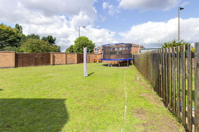 Picture No. 02 of Plumpton Gardens, Bessacarr, Doncaster DN4