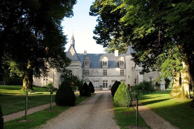 11 bed property for sale in Tours, Paris, France
