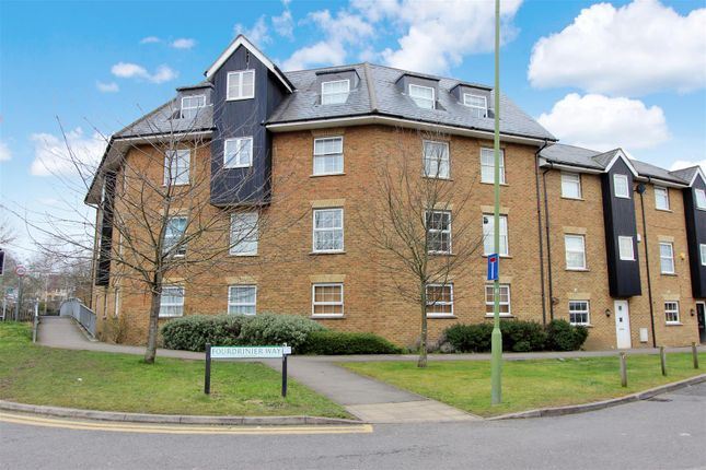 Flat for sale in Fourdrinier Way, Apsley, Hertfordshire