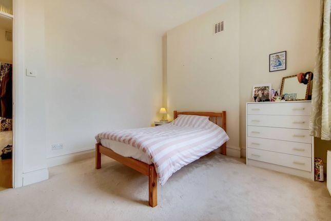 2 bed flat for sale in Sisters Avenue, Battersea, London SW11
