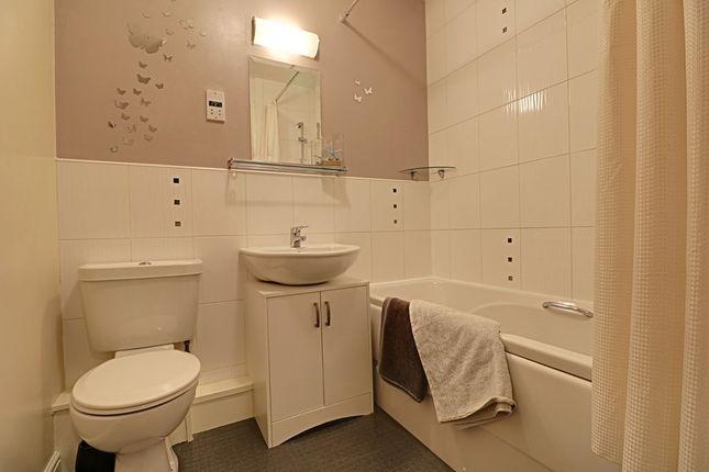 Bathroom 1 of Laithe Hall Avenue, Cleckheaton BD19