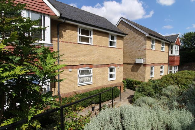 2 bed flat to rent in Nags Head Close, Hertford SG13