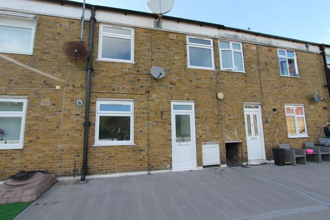 3 bed maisonette to rent in High Street, Banstead