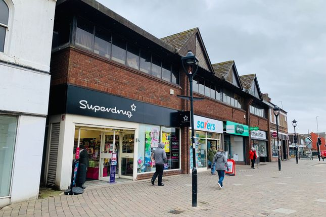 Retail premises to let in Boothferry Road, Goole