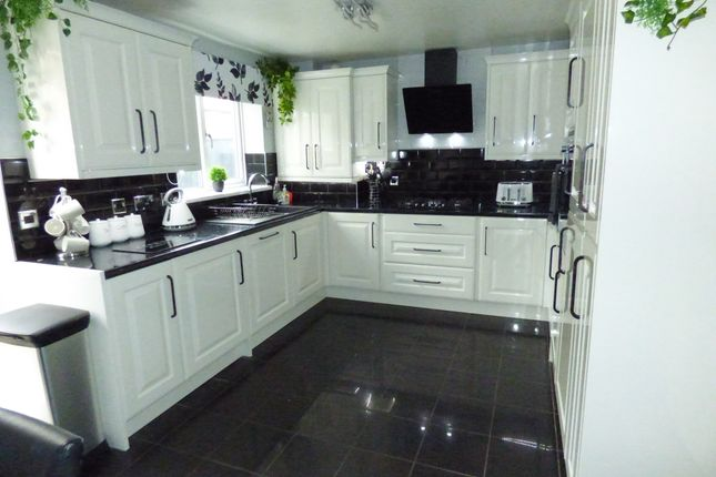 2 bed semi-detached house to rent in Dovecrest Court, Wallsend NE28