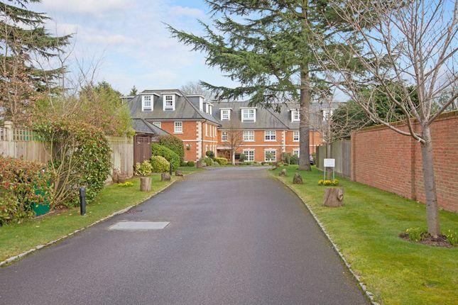 Thumbnail Flat to rent in Robin Hill, Maidenhead