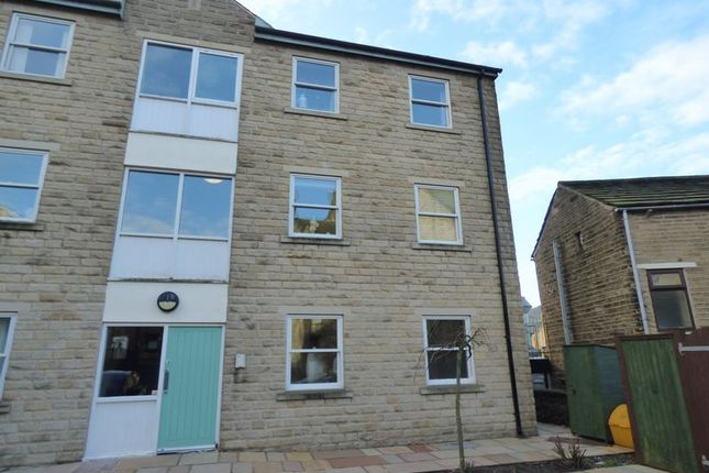 2 bed flat to rent in Station Street, Glossop