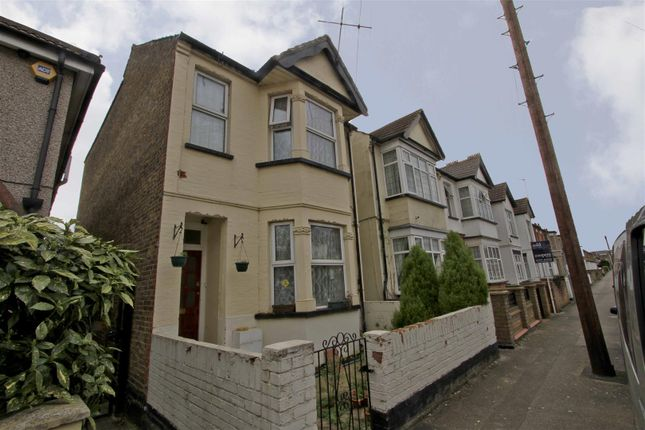 Thumbnail Detached house for sale in Bellclose Road, West Drayton