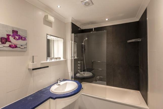 Bathroom of Hatherley Grove, Queensway, Central London W2
