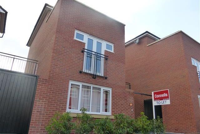 Thumbnail Town house to rent in The Pavilions, West Bromwich