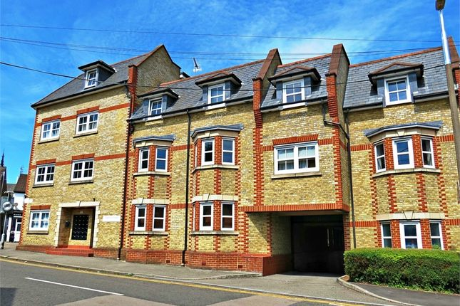 1 bed flat to rent in Tantivy Court, Queens Road, Watford, Hertfordshire