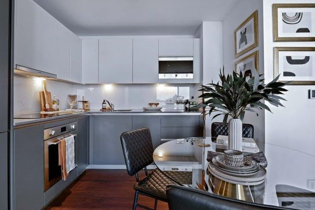 1 bed flat for sale in 41 Mastmaker Road, London E14