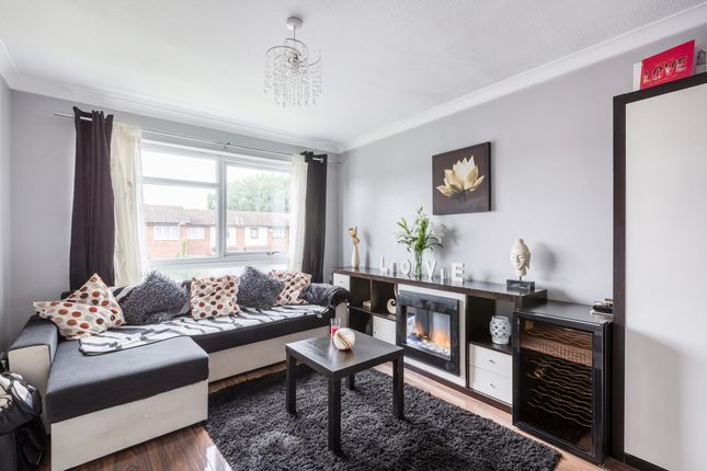 Thumbnail Flat for sale in Chiswick Close, Croydon