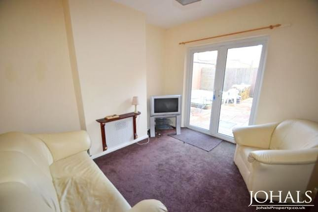 Thumbnail Flat to rent in Highfield Street, Leicester