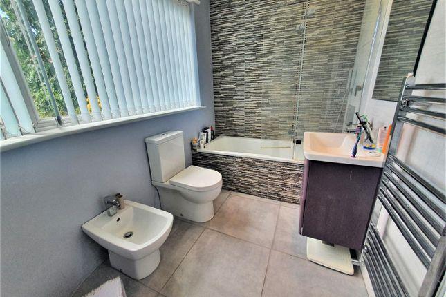 Family Bathroom of Highview Gardens, Edgware HA8