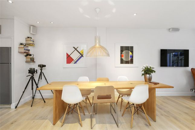 2 bed flat for sale in Montagu Square, Marylebone, London