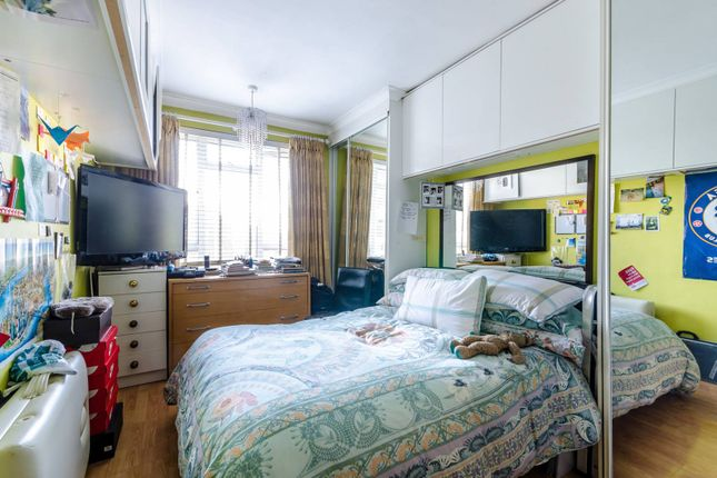 1 bed flat for sale in Abbots Manor, Pimlico