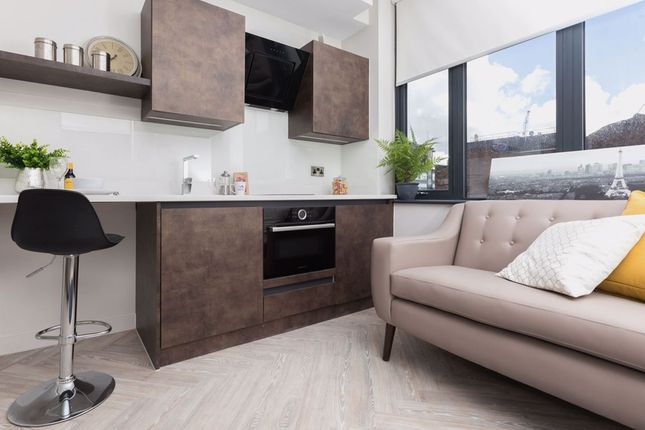 Flat to rent in Houldsworth Street, Manchester