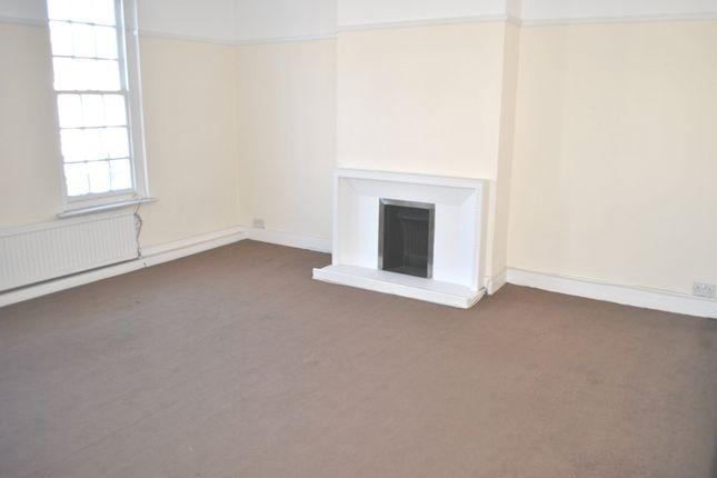 Thumbnail Flat to rent in Darkes Lane, Potters Bar