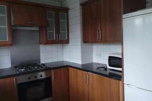 Thumbnail Flat to rent in Roding Lodge, Redbridge