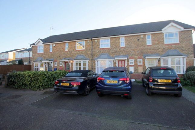 2 bed property to rent in Chadwick Avenue, Winchmore Hill