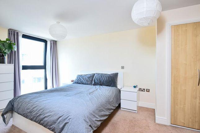 Bedroom of 100 Kingsway, London N12