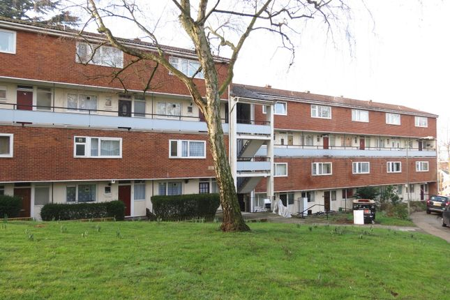 3 bed flat to rent in Bessborough Road, London