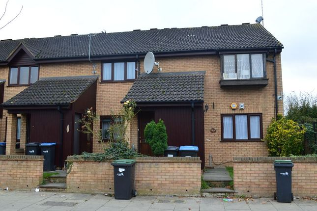 Thumbnail Flat for sale in Mandeville Road, Enfield