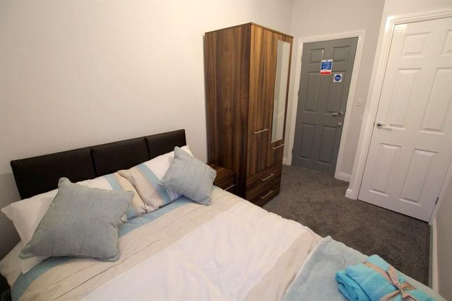 Room to rent in Shirland Street, Stonegravels, Chesterfield S41