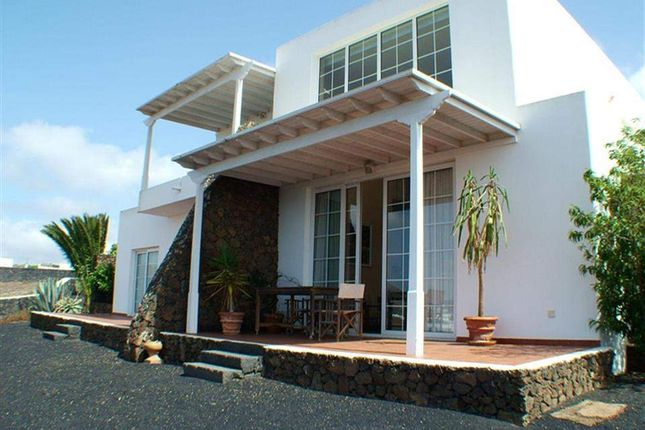 5 bed villa for sale in Conil, Lanzarote, Spain
