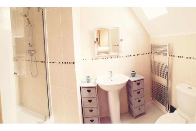 En-Suite of Beecham Close, Cirencester GL7