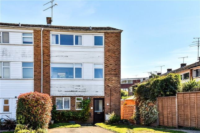 Thumbnail Maisonette for sale in Kingsway, Blackwater, Surrey