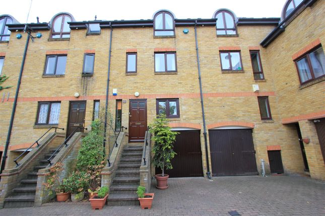 Thumbnail Town house to rent in Roding Mews, London