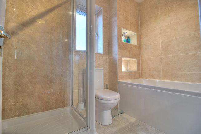 Bathroom of Evergreen Close, Chorley PR7