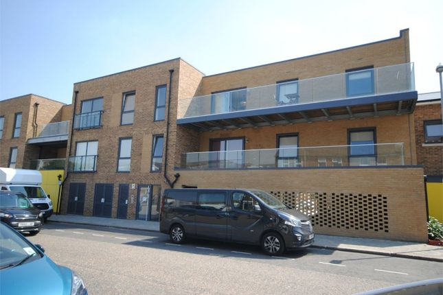 3 bed flat to rent in Marconi Road, Chelmsford CM1