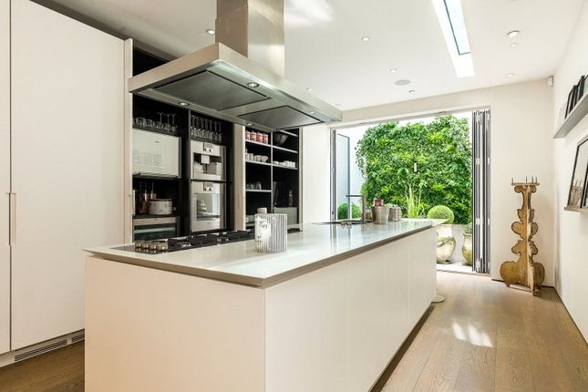 Kitchen of Smith Terrace, Chelsea, London SW3