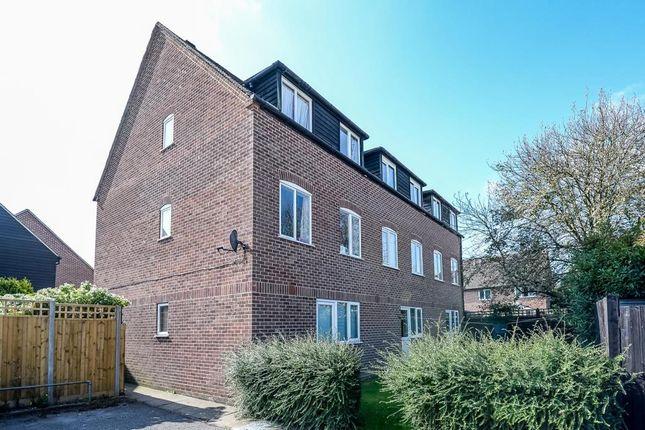 Thumbnail Maisonette to rent in Newbury, Berkshire