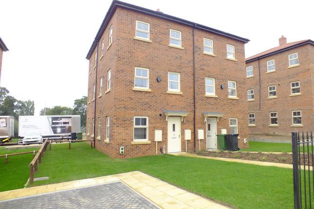 Thumbnail Town house to rent in Asket Row, Leeds, West Yorkshire