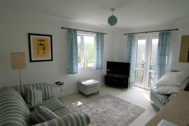 2 bedroom flat to rent in Snape Hill Crescent, Dronfield