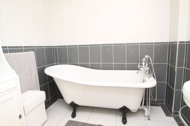 Bathroom 1 of Chapter Road, Strood, Rochester ME2