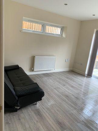 Thumbnail Flat to rent in Millkrook Road Est, Southampton