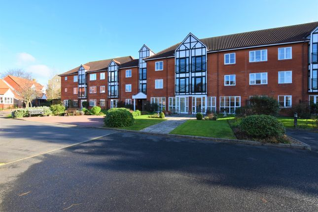 2 bed flat for sale in Ashdown Court, Cromer NR27