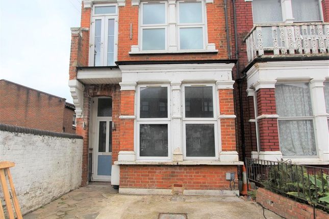 Thumbnail Flat to rent in Parkland Road, Wood Green N22.
