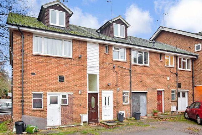 Thumbnail Maisonette for sale in Station Road, Edenbridge, Kent