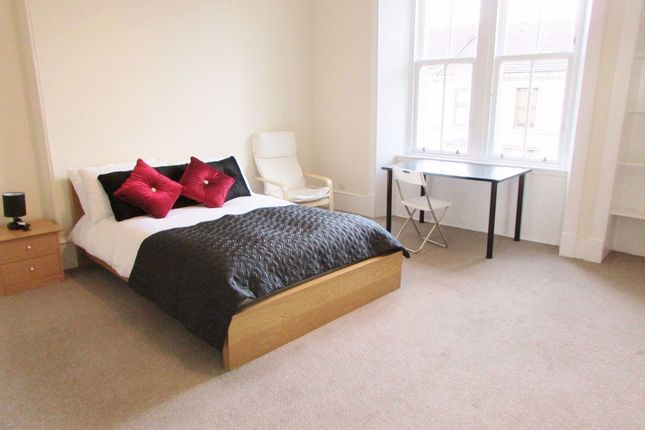 4 bed property to rent in West End Park Street, Glasgow G3