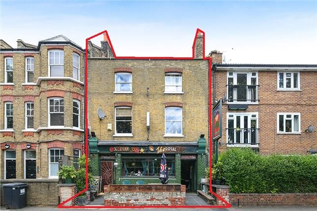 Thumbnail Pub/bar for sale in Pub With Residential Uppers, 78 Fitzalan Street, London
