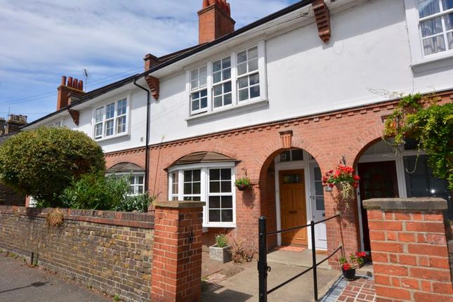 Flat for sale in St. Johns Road, Hampton Wick, Kingston Upon Thames