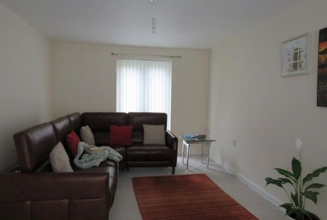Living Room of Parkfield Drive, Hull HU3