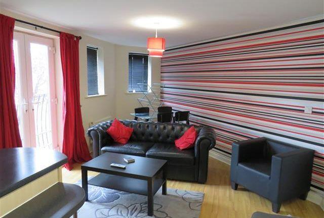 Flat to rent in Brinsford Road, Wolverhampton