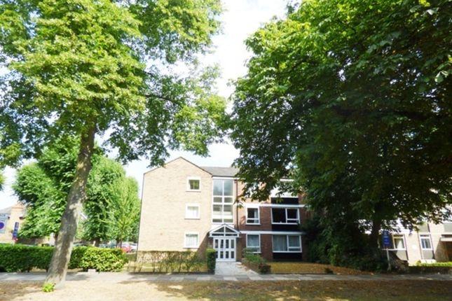 2 bed flat to rent in Branstone Court, Kew, Richmond, Surrey